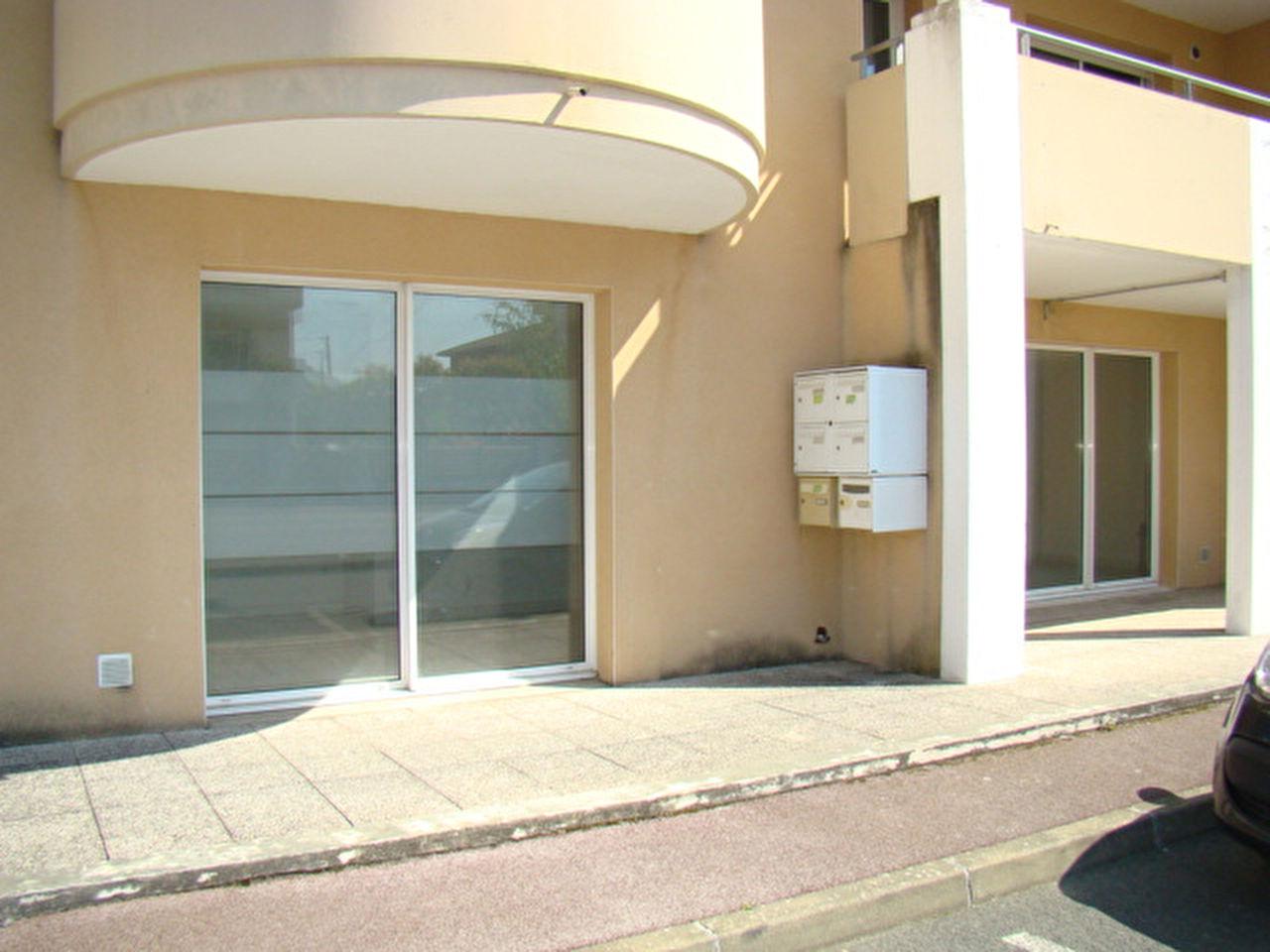 A LOUER LOCAL COMMERCIAL 63 m2 A ST PAUL LES DAX