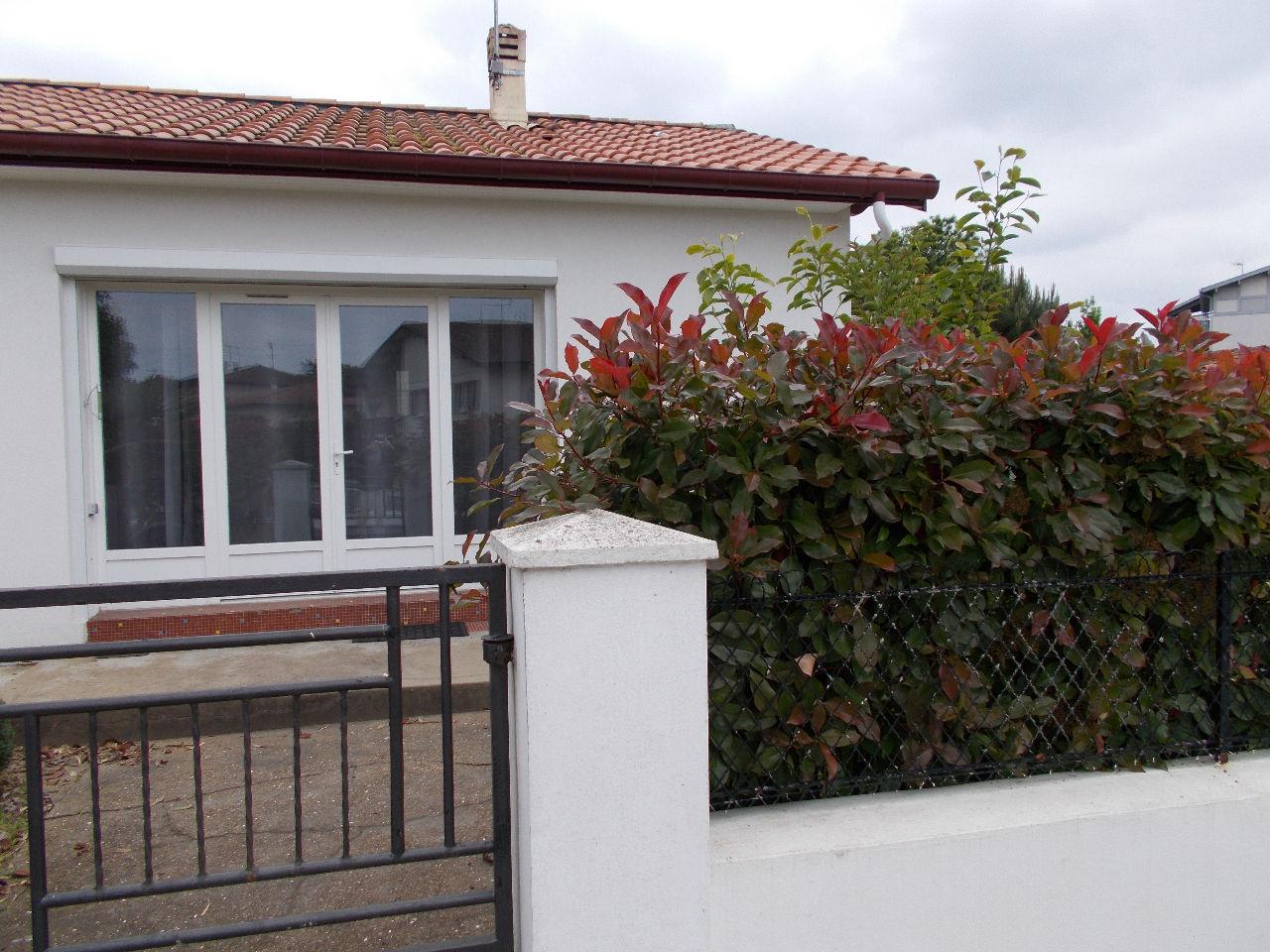 la maison du lac saint paul les dax beautiful maison rcente t saint paul les dax with la maison. Black Bedroom Furniture Sets. Home Design Ideas